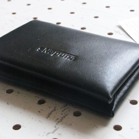 名刺入れ(カードケース)001商品画像006:カード収納時に閉じたときの画像。少しふっくらとした感じです。