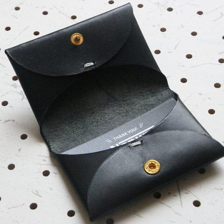 名刺入れ(カードケース)001商品画像007:片側のみに収納した画像です。