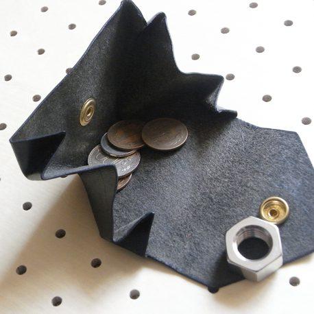 コインケース(小銭入れ)商品画像003:小銭はこのような感じで入ります。結構な収納力があります。