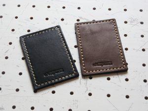 革色のサンプル画像:右が「焦げ茶色」、左が「黒色」です。