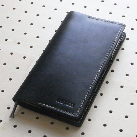 ほぼ日手帳weeksカバー商品画像000:厚手の革(1.8mm)を使用しているので、とても丈夫です。手帳カバーは複数年の使用がされることが当たり前なので、頑丈に作っています。