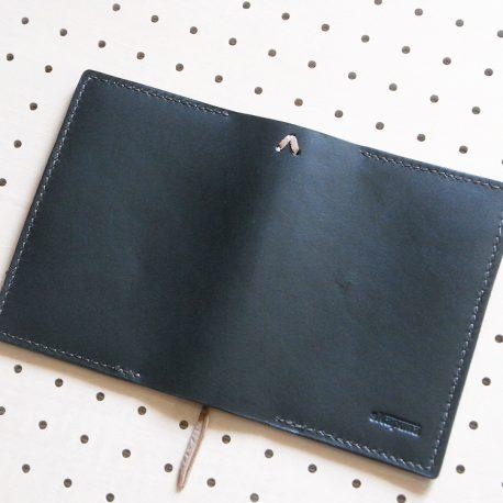 ほぼ日手帳カバー(A6文庫)商品画像006:展開して外側(ロゴ面)の画像です。