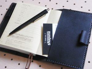 ほぼ日手帳カバー(A6文庫)商品画像009:右サイドにカードを挟みました。ポケット替わりになります。