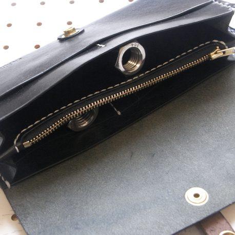 ロングウォレットlw002商品画像007:カード収納やポケット部分をアップしています。