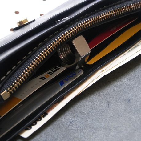 ロングウォレットlw002商品画像008:カードやお札を収納するとこんな感じです。