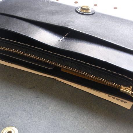 ロングウォレットlw002商品画像010:仕様は全面ポケット×4(マチ付き×2 マチなし×2) ファスナー小銭入れ×1 カード入れ×8となります。