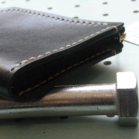ミニウォレット商品画像003:マチを入れているので、ある程度の厚さがあっても、無理なく収納ができます。