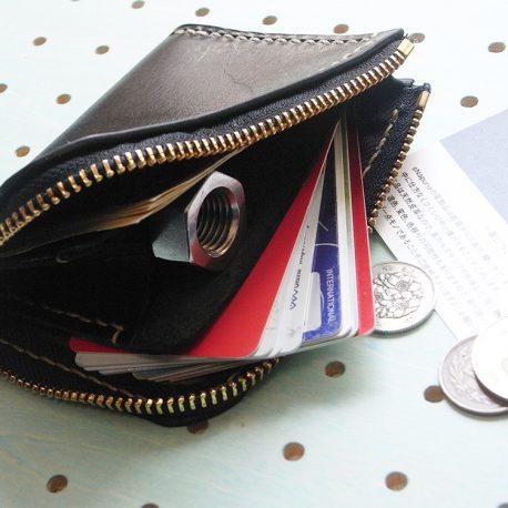 ミニウォレット商品画像008:カードとお札を収納してみました。余裕の収納力です。