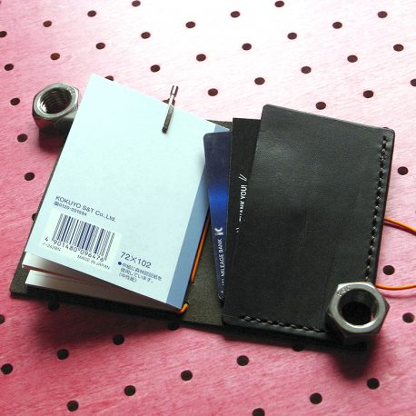 パスケース&ミニノートカバー商品画像007:カードは差し込む感じで収納します。