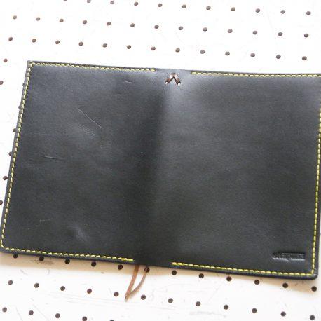 ノートカバー(B6)商品画像004:展開の外側(ロゴ面)の画像です。