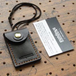 お守りケースミニ商品画像000:名刺サイズより小さいお守りケースです。大きさは(外寸)80ミリ×52ミリで、中に入れる大きさは65ミリ×35ミリ程度です。