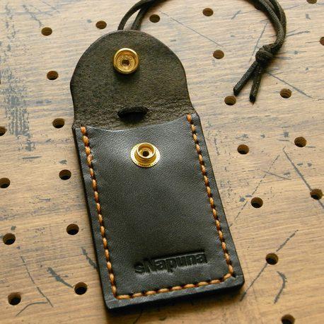 お守りケースミニ商品画像003:ボタンを外したときの表側の画像です。