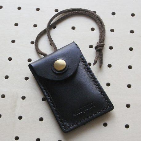 お守りケース商品画像000:お守りを入れるケースですが、用途は自由です。お守りをむき出しでバッグにぶら下げるのが抵抗ある人はピッタリのアイテムです。