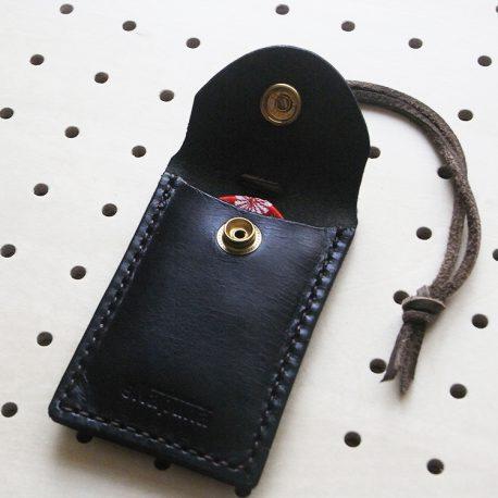お守りケース商品画像004:お守りがスッポリ入ります。