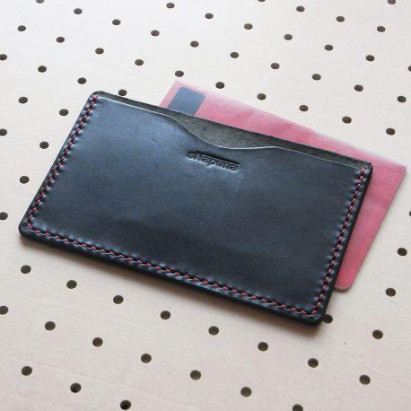 通帳カバー商品画像000:本革の通帳カバーです。1ポケットのみの、飽きのこないシンプルな仕様なので、永くお使いいただけると思います。
