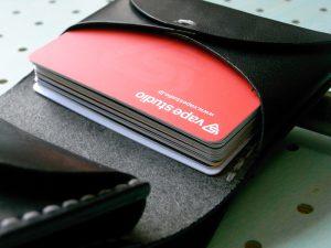 スナップミニウォレット商品画像009:カードを15枚収納しても余裕があります。