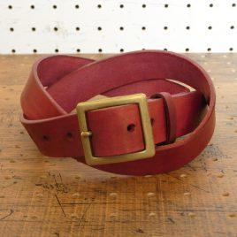 ベルト(30mm・真鍮バックル)商品画像000:本革ベルトです。幅は30㎜になります。バックルはシンプルな真鍮製をご用意していますが、ジャンパーホックで取り付けているので、簡単に付け替えが可能です。