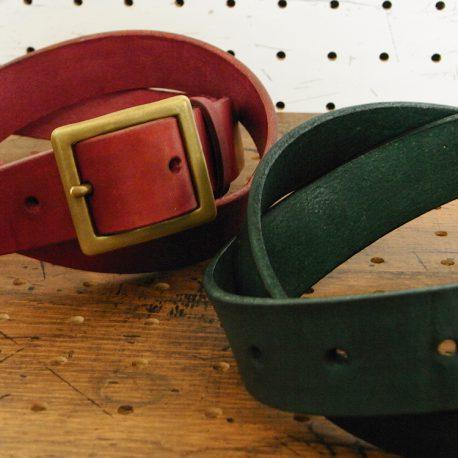 ベルト(30mm・真鍮バックル)商品画像013:革の色はナチュラル・オレンジ・グリーン・レッド・ダークブルー・ブルー・ブラック・モスグリーン・ダークブラウンの9色からお選びいただけます。