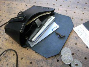 イノセンスウォレット商品画像009:カードと札を収納しました。かなりの収納力です。