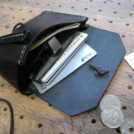 イノウォレット商品画像009:カードと札を収納しました。かなりの収納力です。