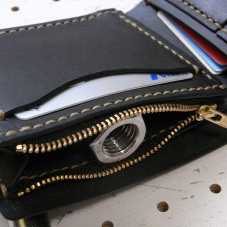 ハーフウォレットhw001商品画像009:小銭入れ部分のアップ画像です。