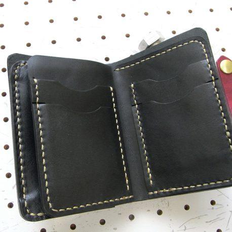 ハーフウォレットhw002-006商品画像:ページをめくる様な作りになっています。めくると両側がカード収納です。