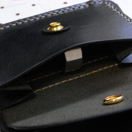 ハーフウォレットhw002-009商品画像:小銭入れのアップ画像です。