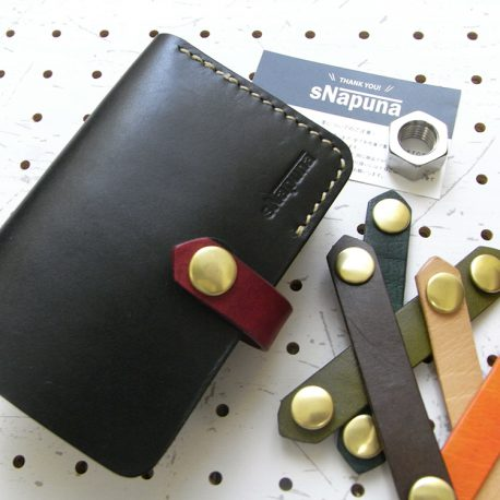 ハーフウォレットhw002-012商品画像:レザーバンドはお好みの色に付け替え可能です。