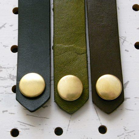 レザーバンド商品画像004:スタンダードカラー3色。左からブラック・モスグリーン・ダークブラウンです。