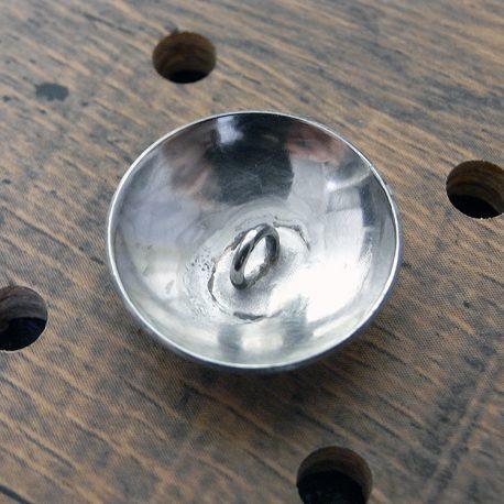 プレーンコンチョ商品画像002:裏面の画像です。丸カンになっています。