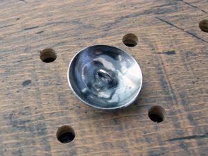 シーサープレーンコンチョ商品画像004:裏面の画像です。丸カンになっています。