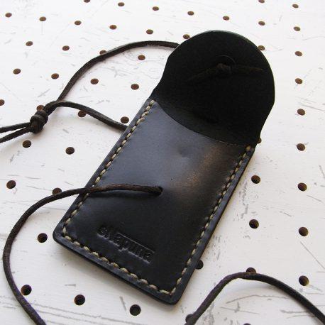 お守りケース(ボタン仕様)商品画像005:開けた時の画像です。1ポケットです。