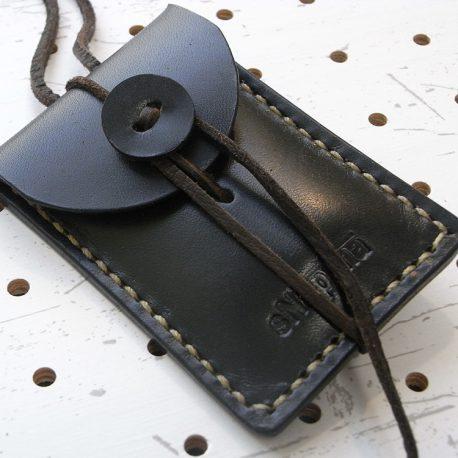 お守りケース(ボタン仕様)商品画像008:革ボタンは当店別売のシルバーコンチョに付替が可能です。