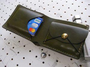 シンプルウォレットのコンチョ装着例004:真鍮コンチョの装着例です
