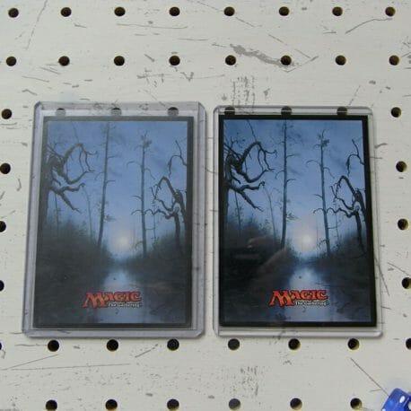 デッキケースL(ローダー対応)商品画像008:左の3枚スリーブに対応している大きいサイズのローダーにも収納可能です。
