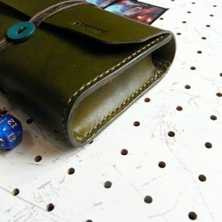デッキケース02商品画像003:側面から見た画像です。箱型になっています。
