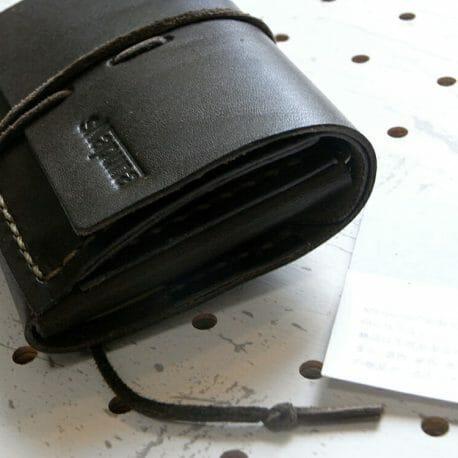 ミニマムウォレット商品画像012:札と小銭、カードを11枚入れてみました。