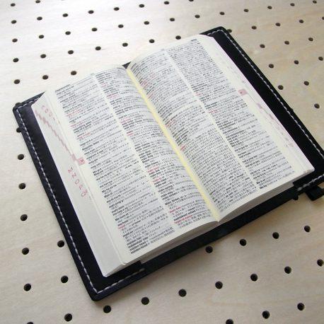 デイリーコンサイス英和(和英)辞典カバー(ハンディータイプ)商品画像005:辞書を入れた時の画像です。