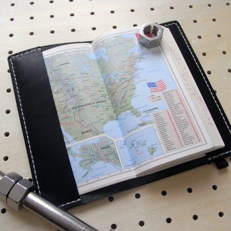 デイリーコンサイス英和(和英)辞典カバー(ハンディータイプ)商品画像006:辞書を入れた時の表紙側の画像です。