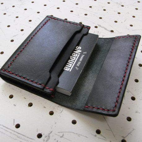 名刺入れ(カードケース)002商品画像006:前面のポケットに30枚の名刺(カード)を入れた画像です。まだ余裕があります。