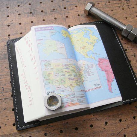デイリーコンサイス英和・和英辞典カバー(ハンディータイプ)商品画像007:辞書を入れた時の裏表紙側の画像です。