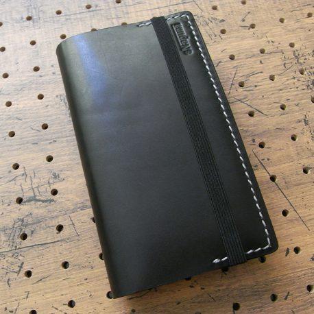 デイリーコンサイス英和・和英辞典カバー(ハンディータイプ)商品画像008:辞書を入れて時の表側の画像です。