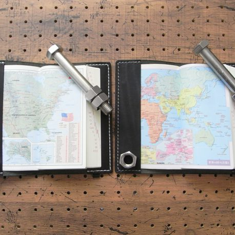 デイリーコンサイス英和・和英辞典カバー(ハンディータイプ)商品画像011:英和カバーとの比較画像です。左が英和カバーで右が英和・和英カバーです。