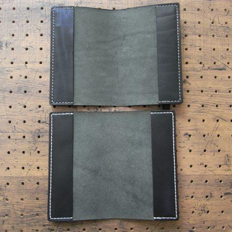 デイリーコンサイス英和・和英辞典カバー(ハンディータイプ)商品画像012:英和カバーとの比較画像です。下が英和カバーで上が英和・和英カバーです。