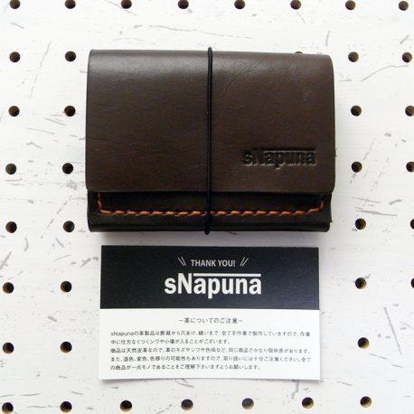 ミニマムウォレット003(ゴム紐)商品画像003:ショップカードと並べてみました。