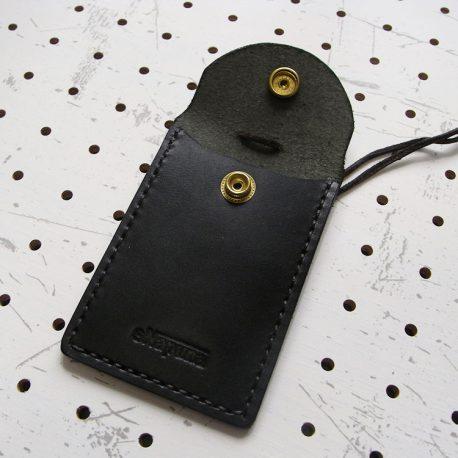 お守りケース(Lサイズ)商品画像002:開けた時の画像です。ポケットは1つのみです。
