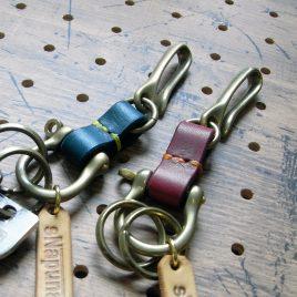 真鍮シャックルキーホルダー商品画像000:シャックル、フック、リングは真鍮製です。