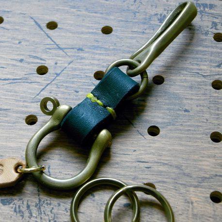 真鍮シャックルキーホルダー商品画像005:パーツを外してリング交換ができます。