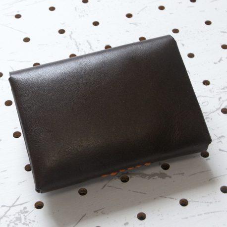キャッシュレス財布(ボタン仕様)商品画像003:裏側から見た画像です。