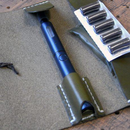 プルームテックプラスケース(Lサイズ)商品画像008:カプセル収納はゆとりがあるので、予備のリキッドも収納できます